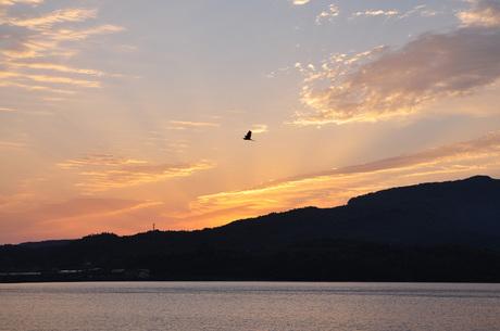 鹿児島県指宿池田湖の朝焼けデジタル画像