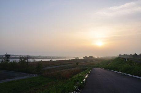 利根川朝霧写真
